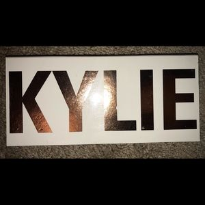 Kylie Cosmetics Royal Peach Palette (authentic)